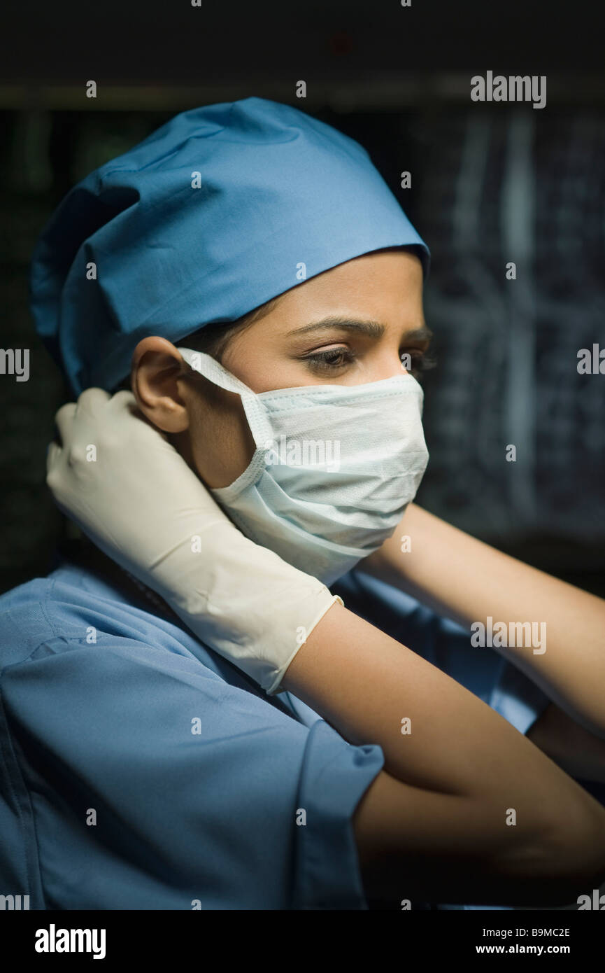 Putting Surgeon Female Mask Surgical Her Stock Alamy - Photo 23190790