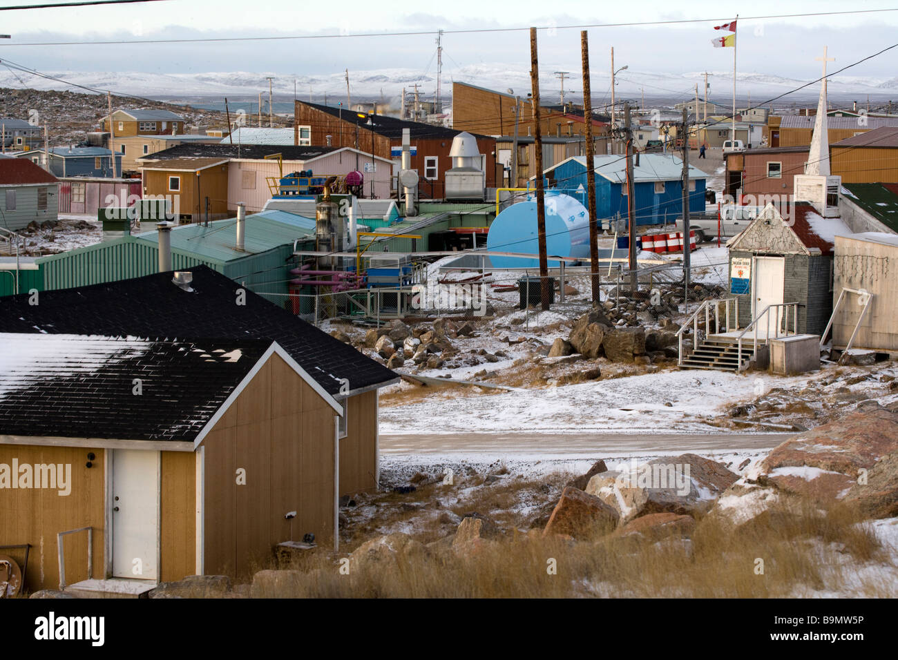 Traditional buildings in Taloyoak inuit settlement Nunavut, elevated view, Canadian arctic, Canada - Stock Image