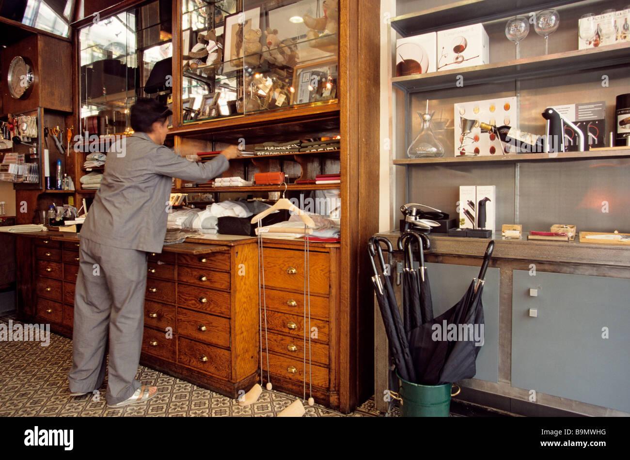 France, Paris, Rue Saint-Honoré, men's specialty shop, Il pour l'homme - Stock Image