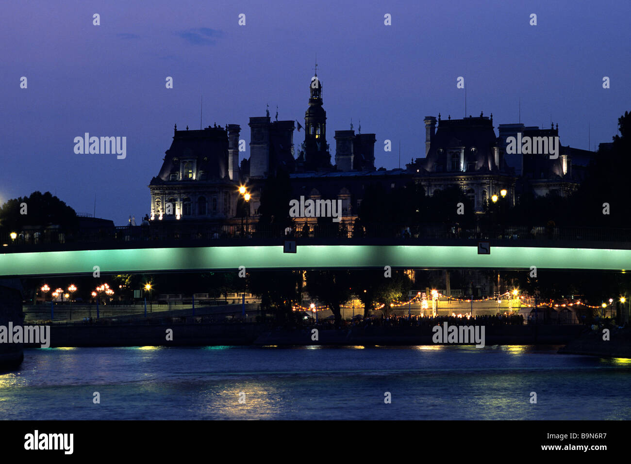 France, Paris, banks of the Seine river classified as World Heritage by UNESCO, Pont Saint Louis at night and the - Stock Image