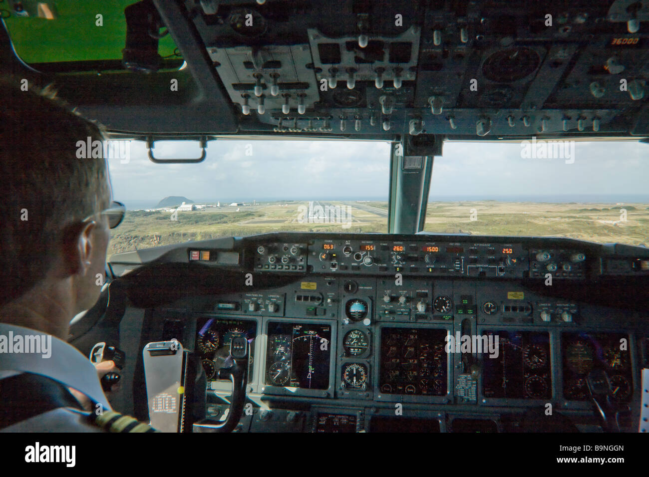 In the cockpit of a 737 aircraft on final approach to Iwo Jima airport - Stock Image