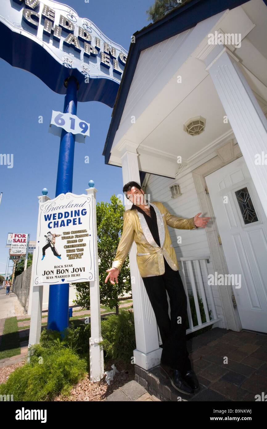 Graceland Wedding Chapel.An Elvis Impersonator At The Graceland Wedding Chapel In Las