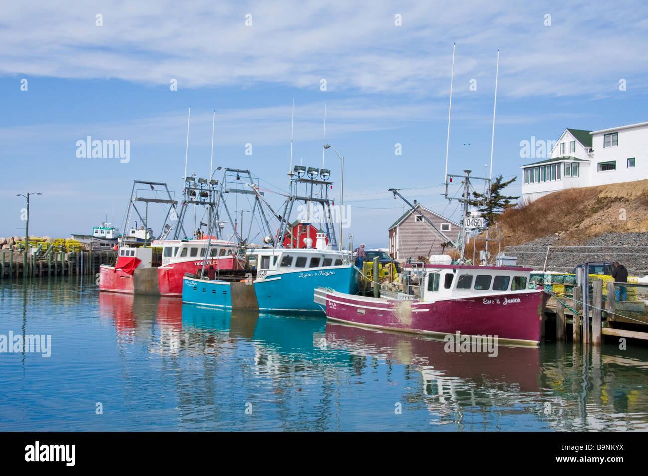 Fishing boats docked at high tide hall 39 s harbour nova for Nova scotia fishing