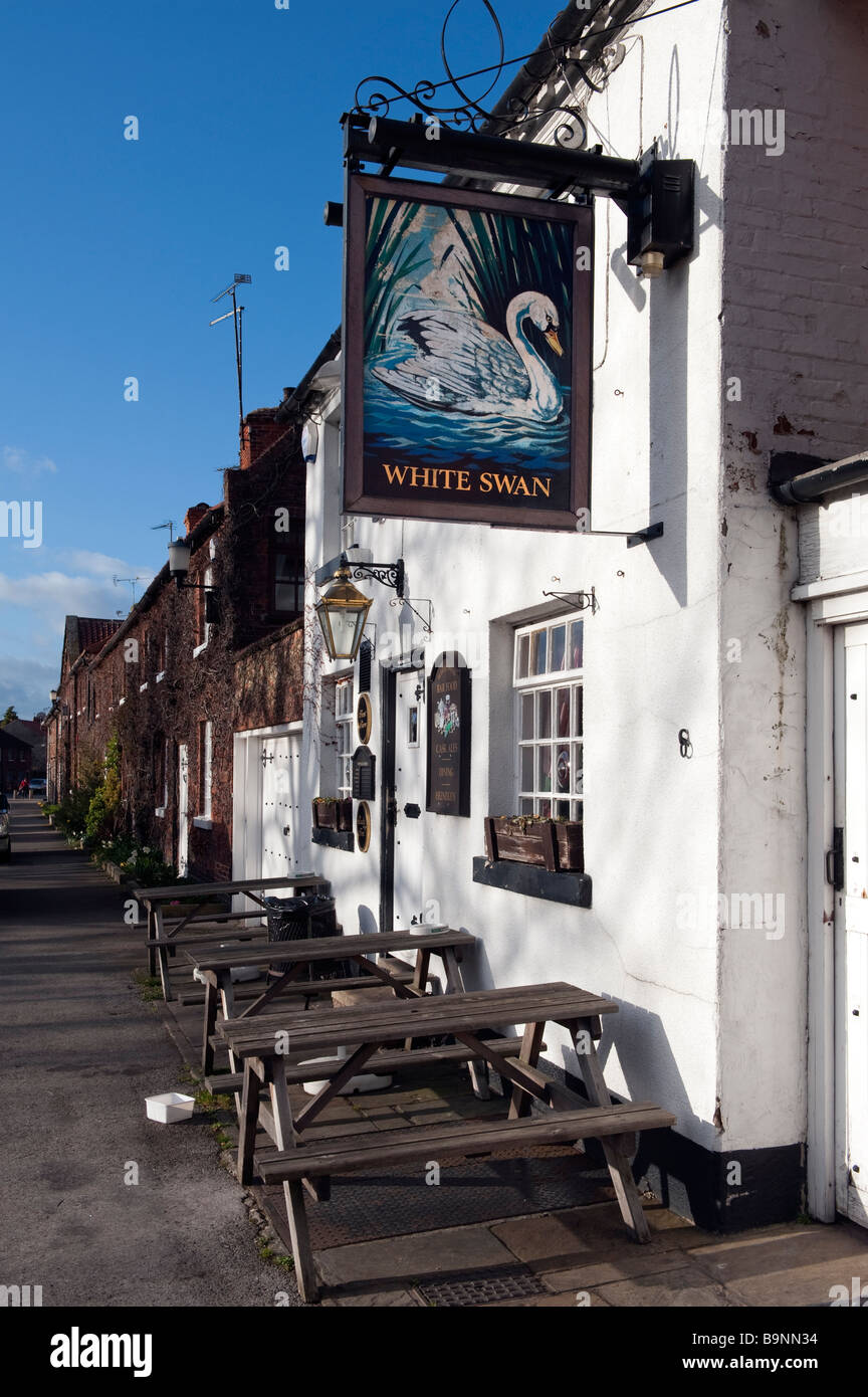 'White Swan' in Blyth,Nottinghamshire, England,'Great Britain' - Stock Image