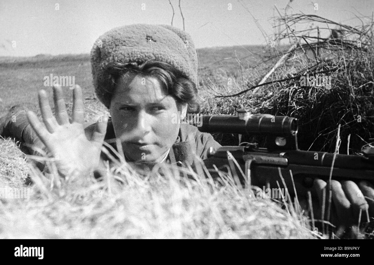 A female sniper in a trench - Stock Image