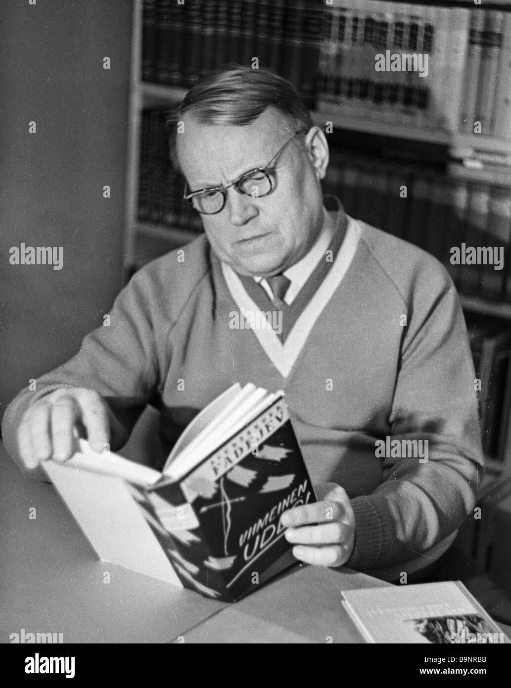 Karel writer Ulyas Viksterm with Alexander Fadeyev s novel The Last Udege Vikstrem translated into Finnish - Stock Image