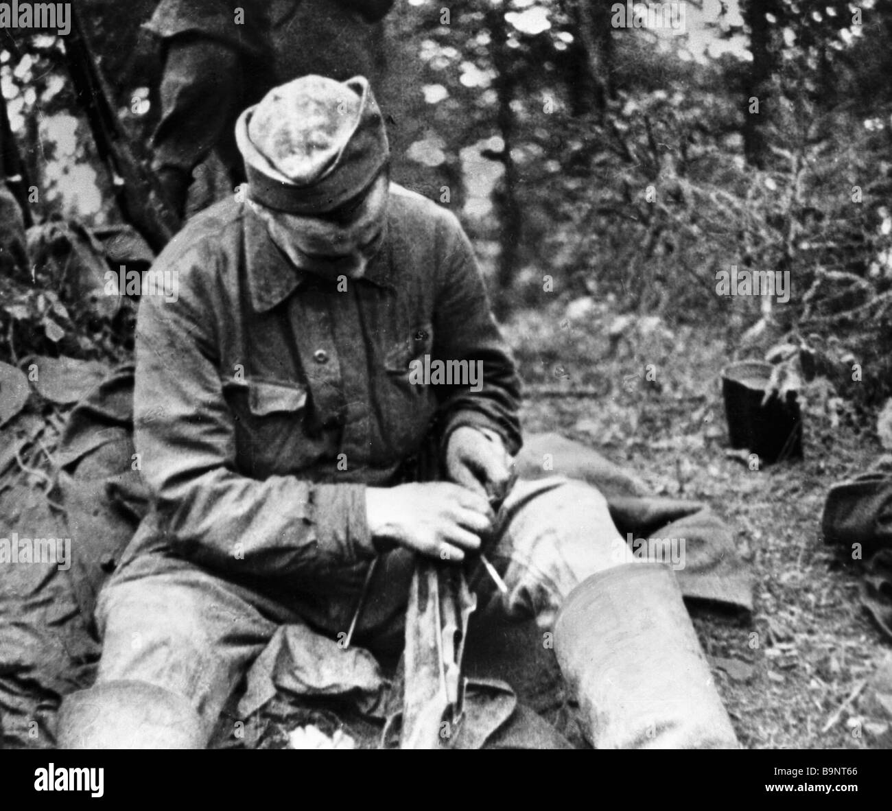 A Red Army soldier halts during the 1941 1945 Great Patriotic War - Stock Image