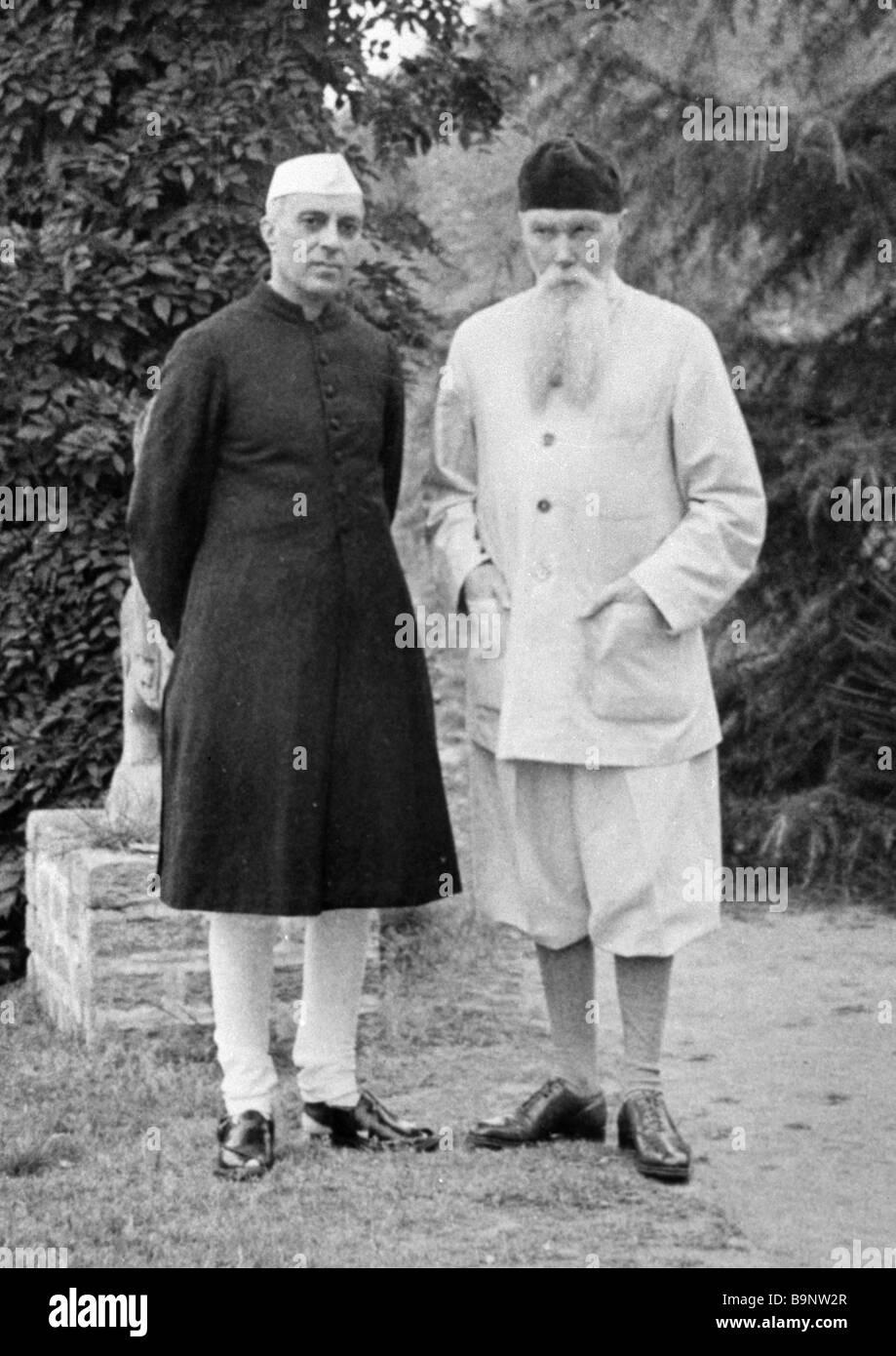 Indian Prime Minister Jawaharlal Nehru left meeting Russian painter Nikolai Roerich in Kulu Valley - Stock Image