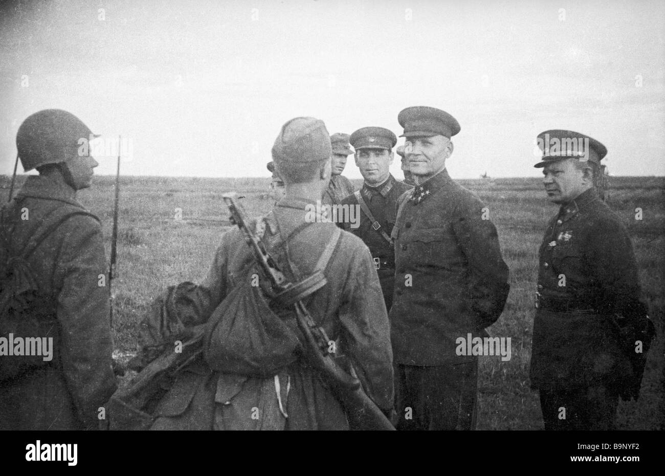 Front commander Colonel General I Konev and commander of the 31st army V Polenov talking to soldiers The Kalinin - Stock Image