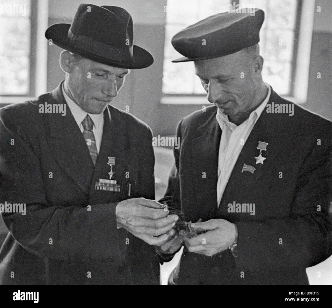World War Two veterans Meliton Kantaria and Mikhail Yegorov Heroes of the Soviet Union - Stock Image