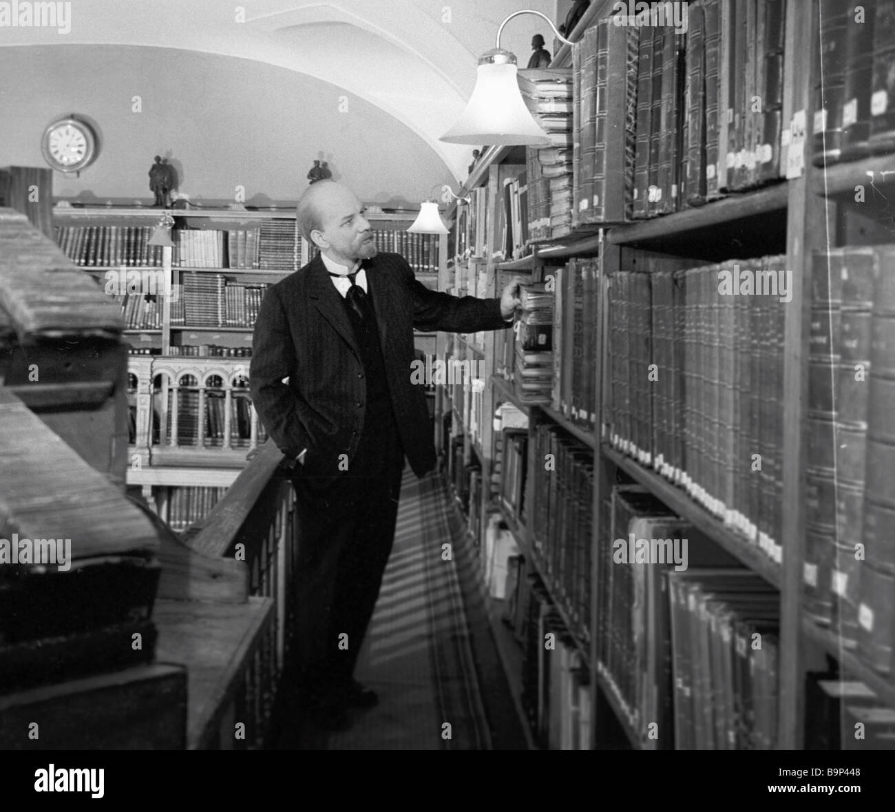 Across the Icy Darkness Arkady Koltsaty director A still from the film Yury Kayurov as Lenin - Stock Image