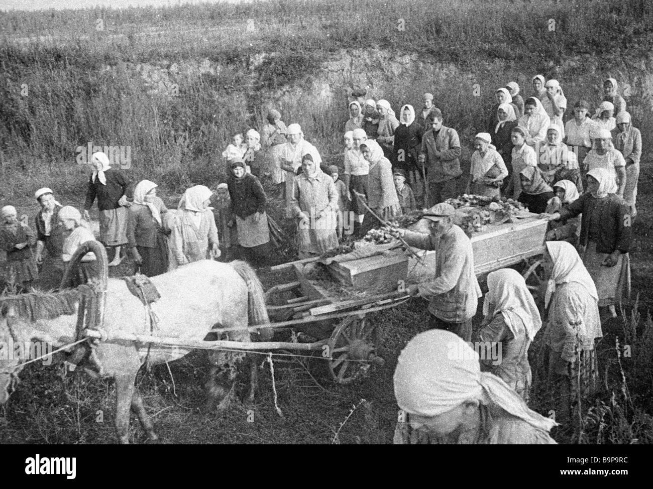 Vargov villagers bury their relatives killed by Nazis - Stock Image
