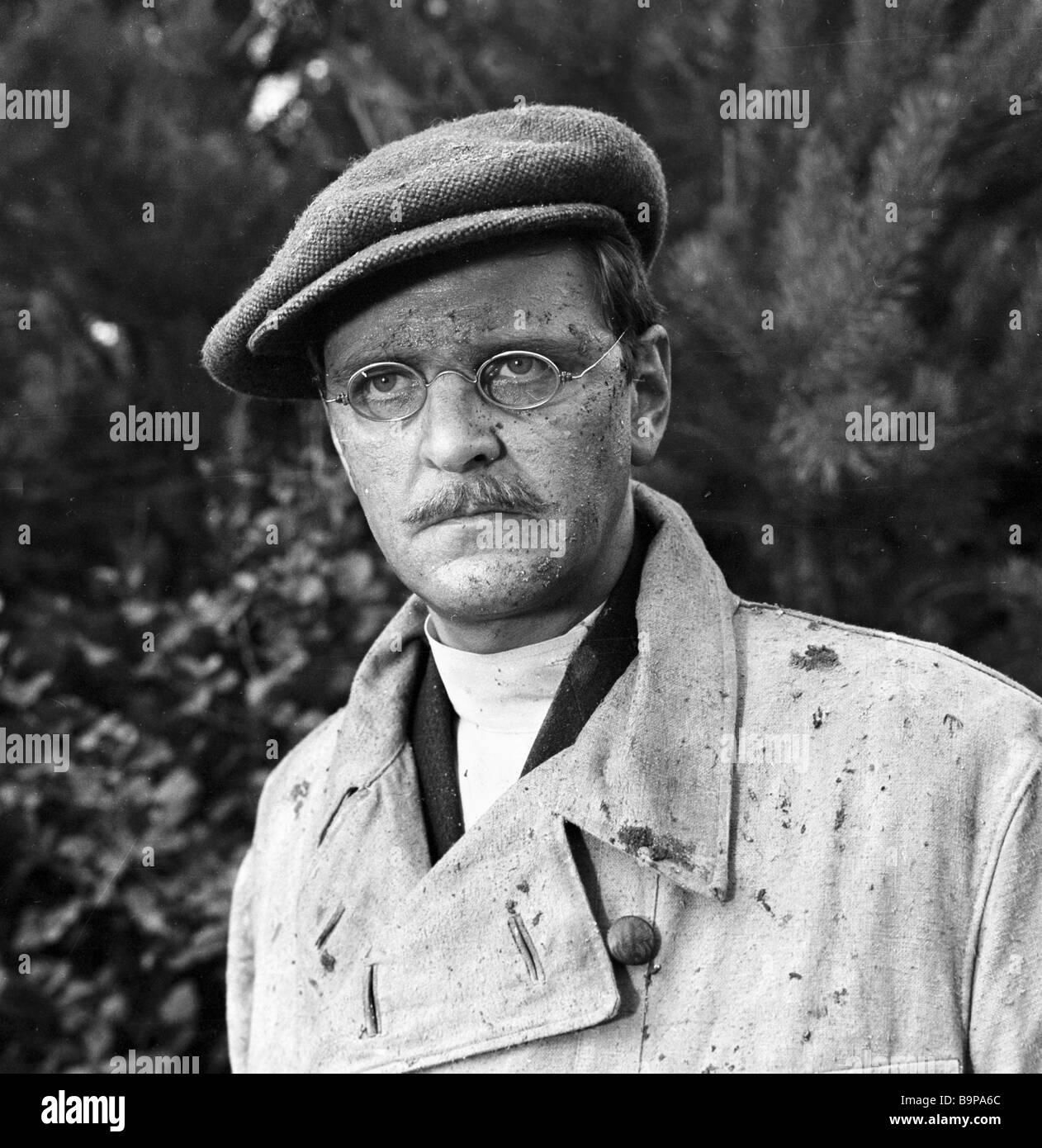 Yury Yakovlev as the KGB Serviceman Fyodorov in the film Crash by Vladimir Chebotarev - Stock Image