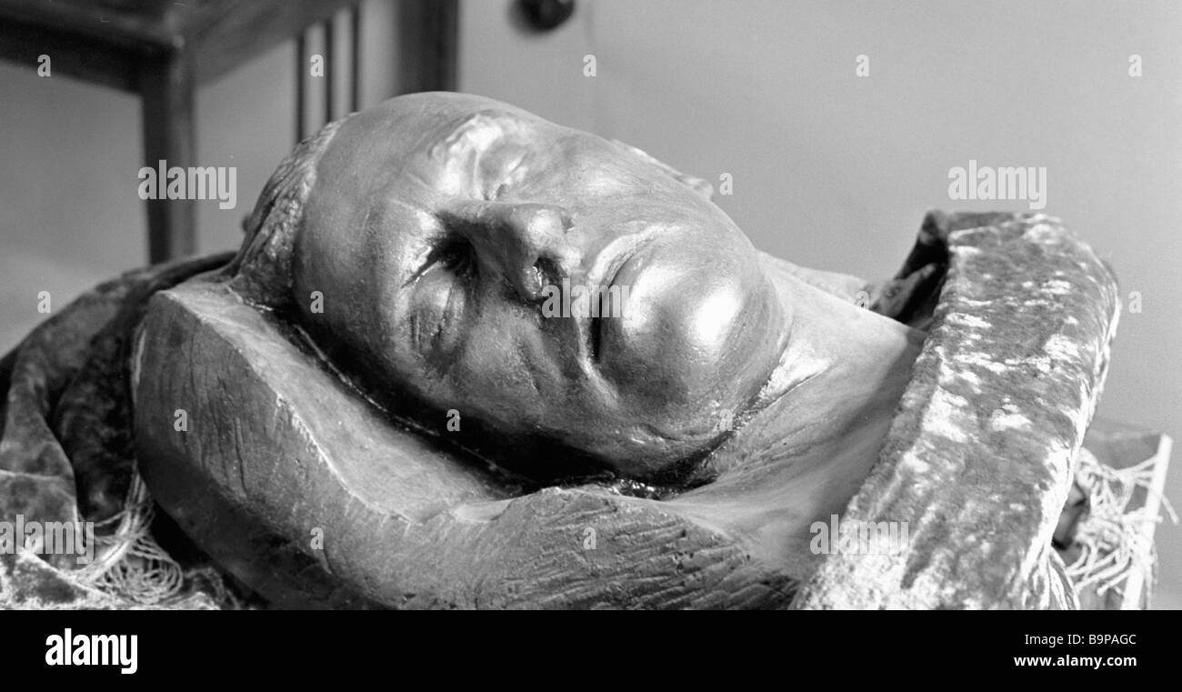 Poet Vladimir Mayakovsky s death mask from the exposition in his museum in the Mayakovski settlement - Stock Image