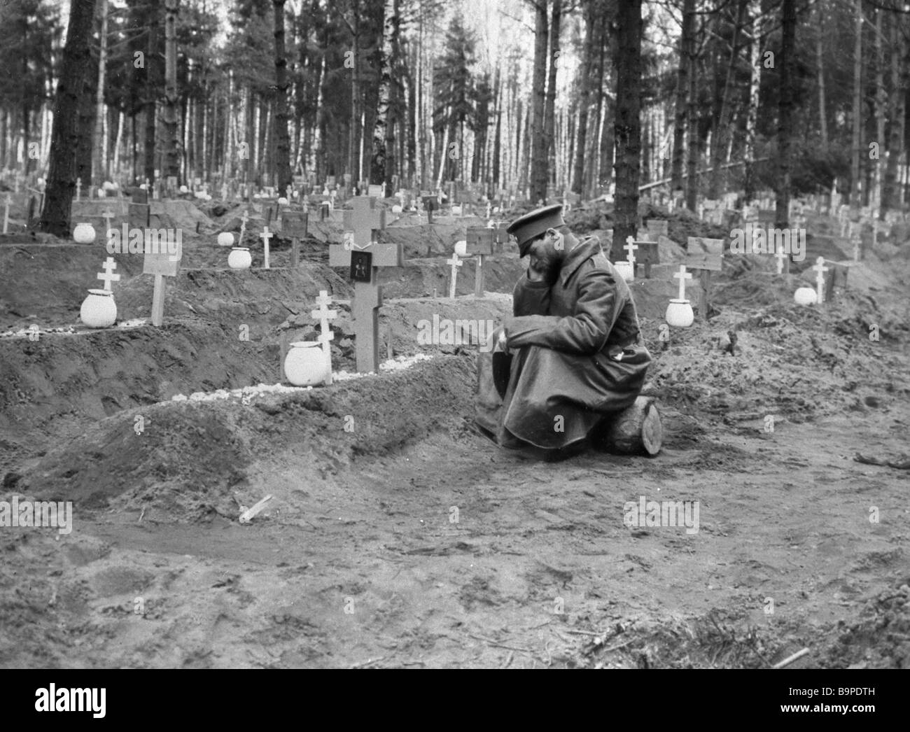 Soldier at a common graveyard WWI - Stock Image