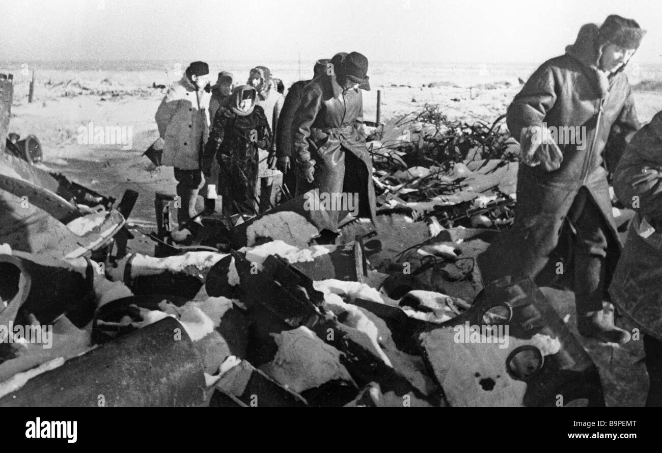 Foreign correspondents inspect battlefield near Stalingrad - Stock Image
