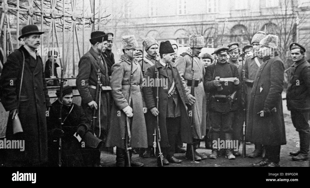 Soldiers and militia men near Smolny October 1917 - Stock Image