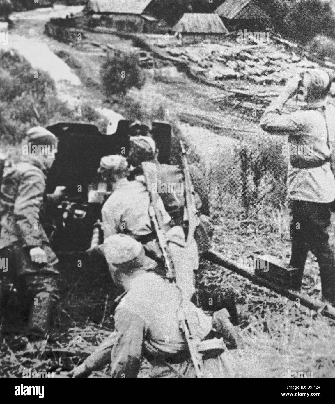 Machine gunners repulsing a Nazi attack in Northern Transilvania - Stock Image
