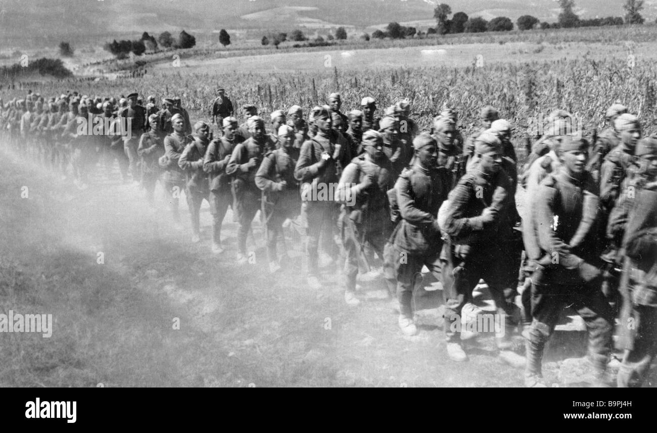 Infantrymen marching in Northern Transilvania - Stock Image