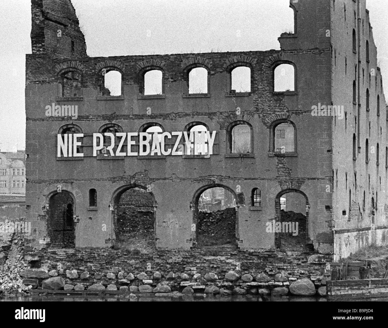 Ruins of a Nazi destroyed house with the inscription We ll never forgive - Stock Image