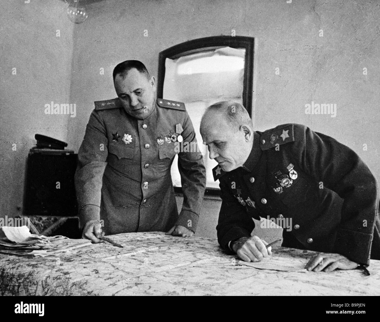 Colonel General Matvei Zakharov left the Second Ukrainian Front s chief of staff and Ivan Konev right commander - Stock Image