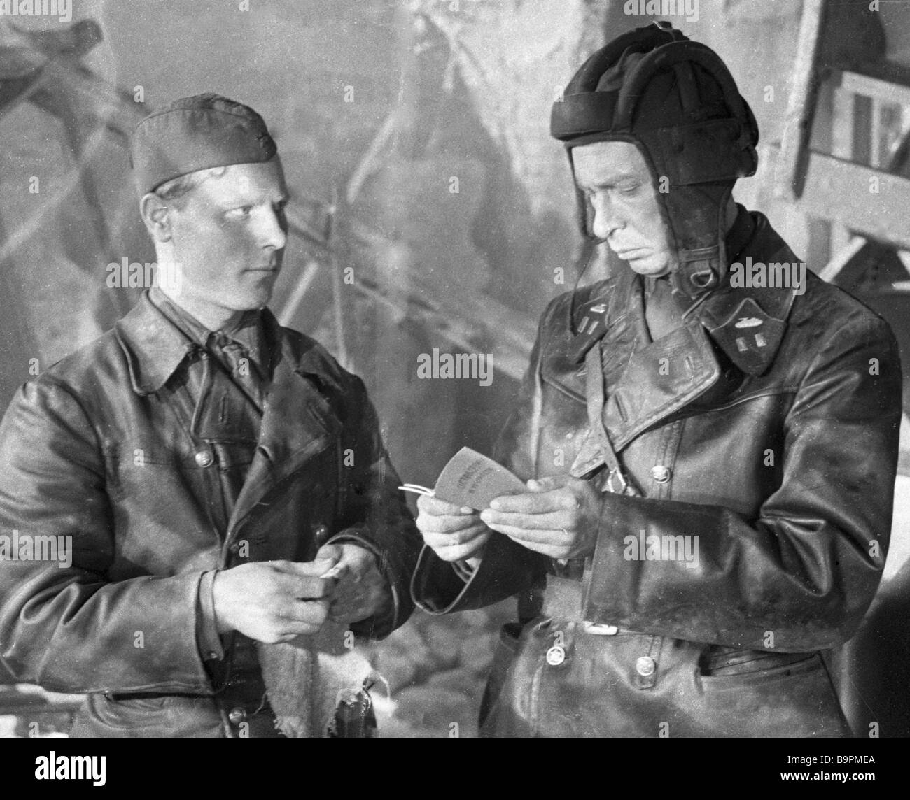 Actor Oleg Yefremov right as a tank brigade commander in the film The Alive and the Dead - Stock Image