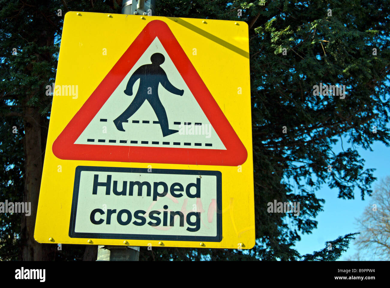 british humped crossing sign, indicating a raised section of road with a pedestrian crossing - Stock Image