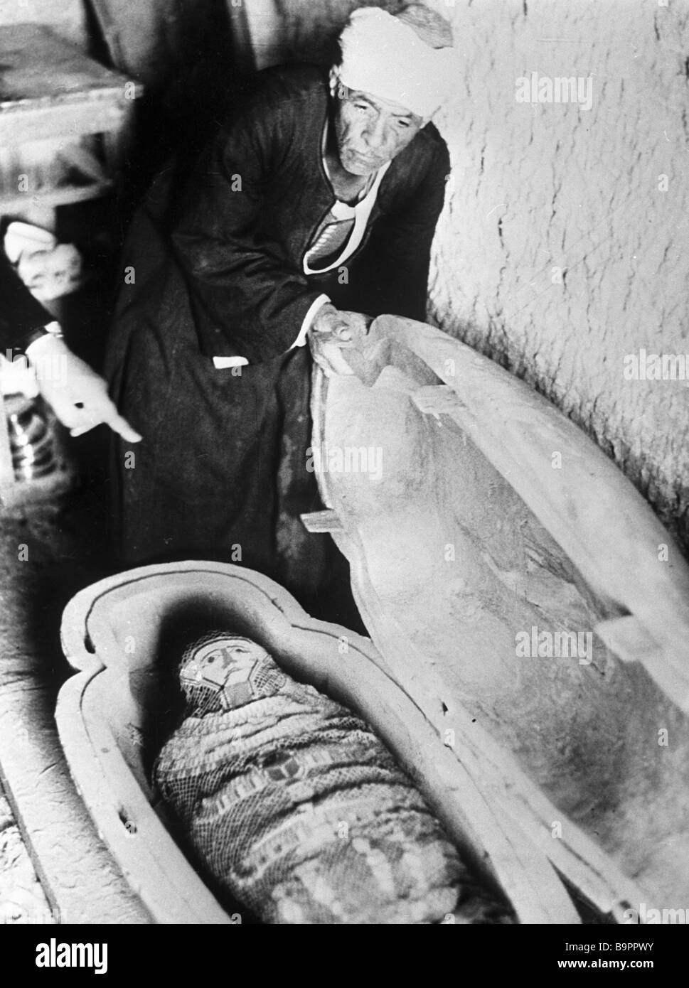 A 7th century B C mummy dug out by Egyptologist Ahmad Moussa in Cairo s environs - Stock Image