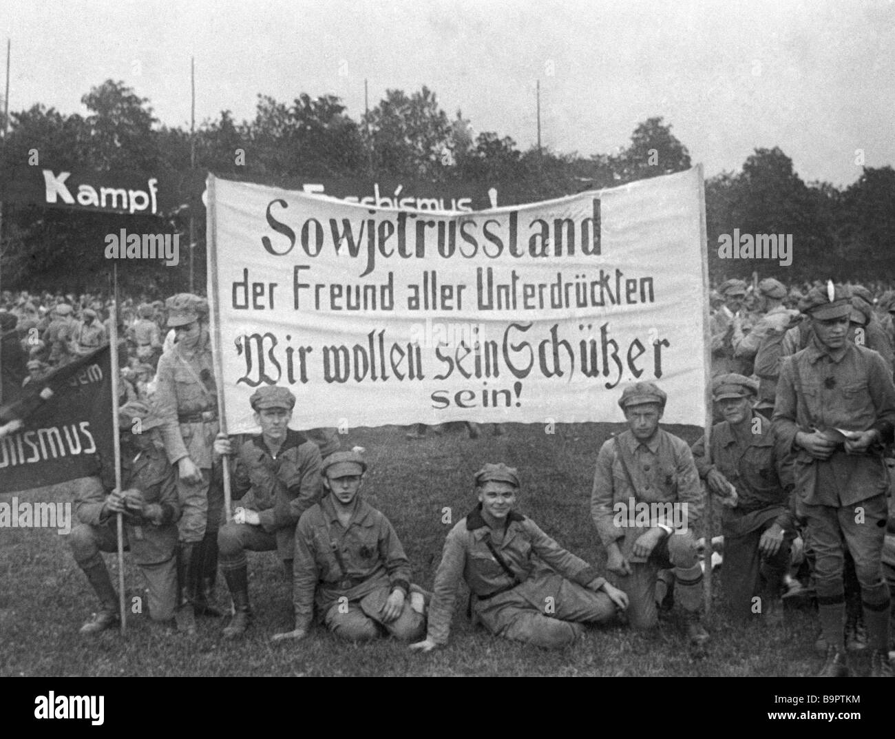 German socialists greeting the Soviet motorcyclists at the Trans Europe race dedicated to the 10th anniversary of - Stock Image