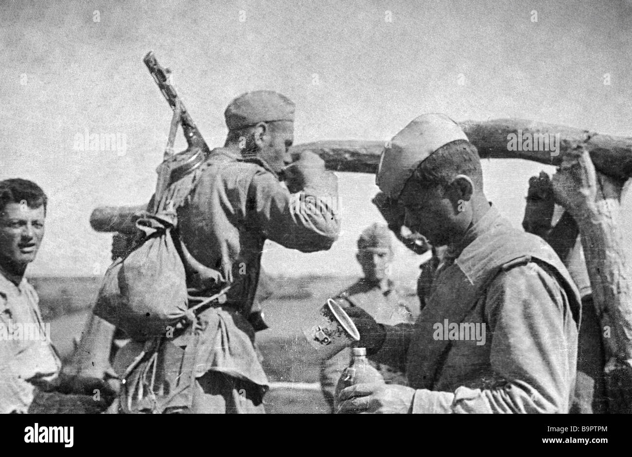 Soldiers drinking well water The Yassy Kishinev battle - Stock Image