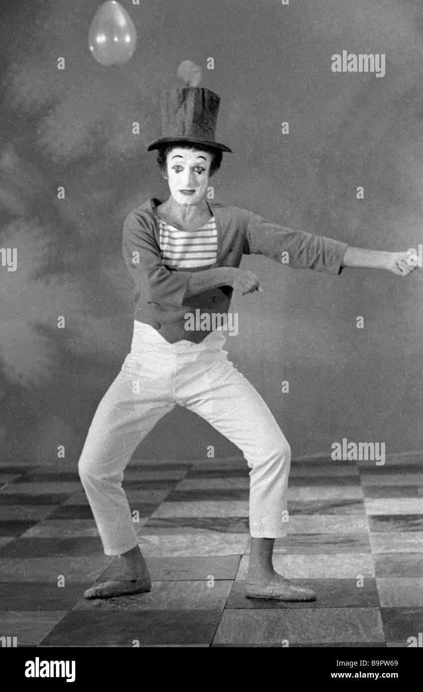French mime Marcel Marceau performing in Moscow Stock Photo