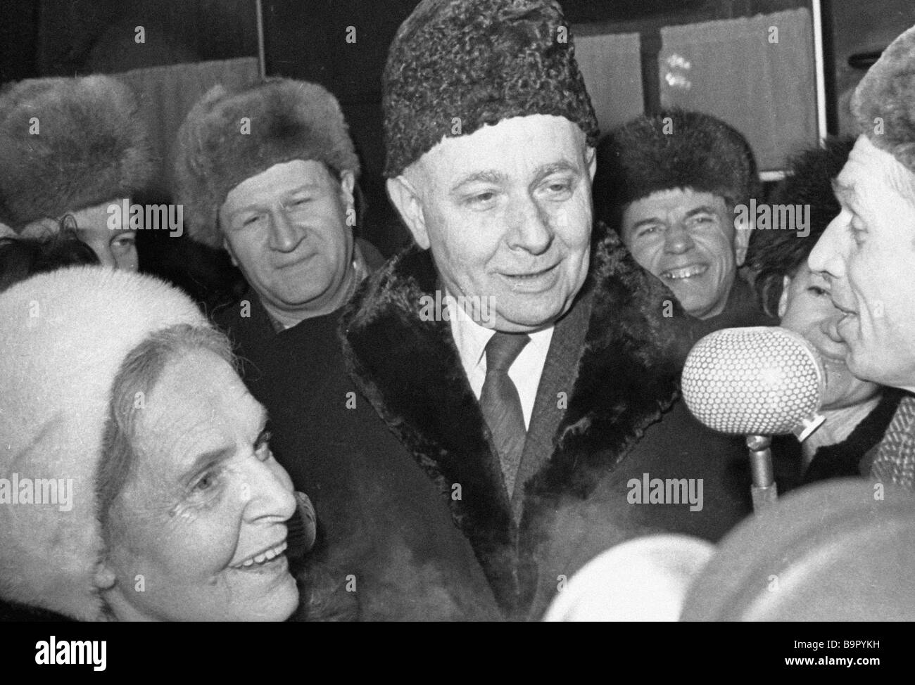 French writers Elza Triole left and Louis Aragon right at Belarussian railway station - Stock Image