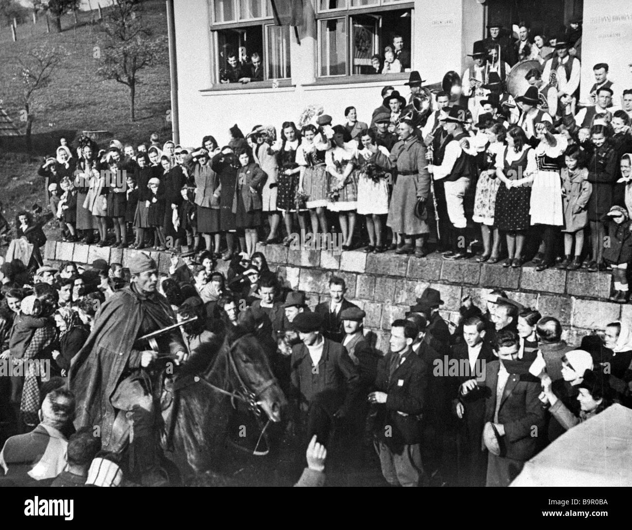 Moravian villagers greeting Soviet liberators - Stock Image