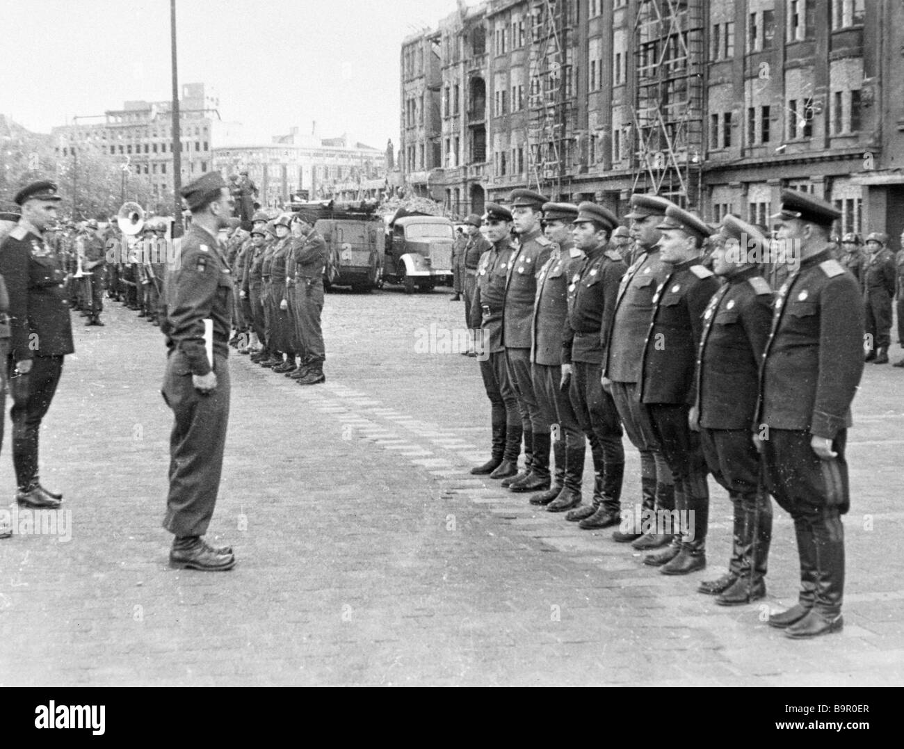 Commander of the 1st U S Army General Hogers handing the Legion of Honor orders to Soviet officers and generals - Stock Image