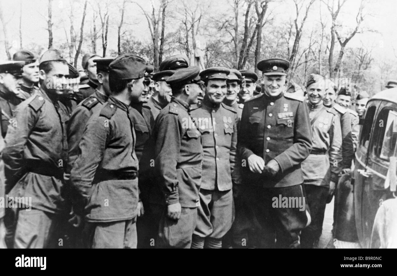 Commander of the 2nd Byelorussian Front Marshal of the Soviet Union K Rokossovsky with a group of Soviet soldiers - Stock Image
