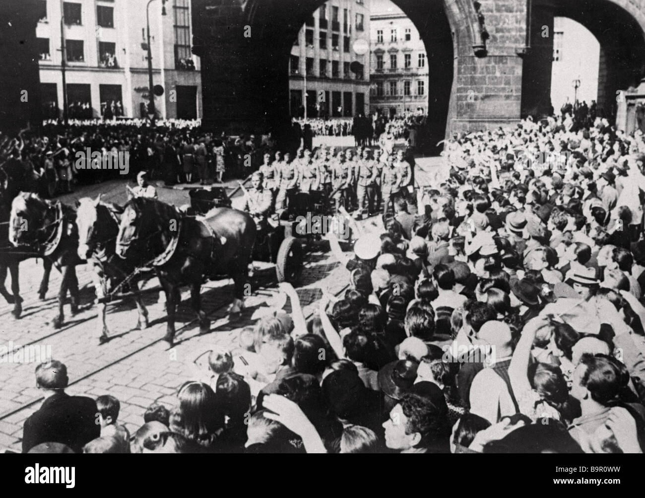 The parade of Soviet troops after the liberation of Prague from the Nazis Four horses carry a lightweight gun A - Stock Image