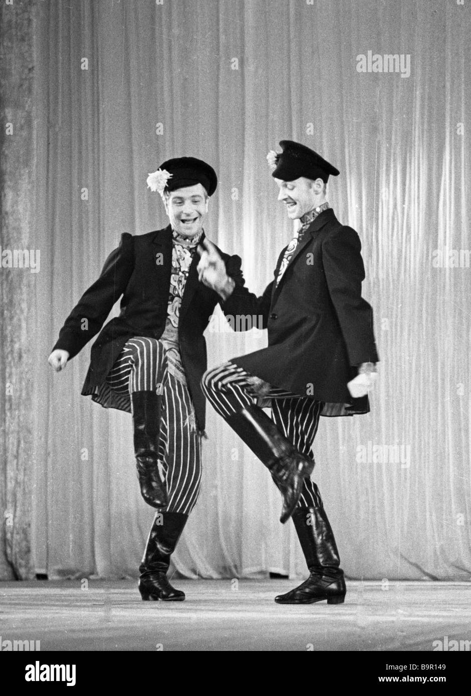 Variety actors performing the Dandy dance - Stock Image