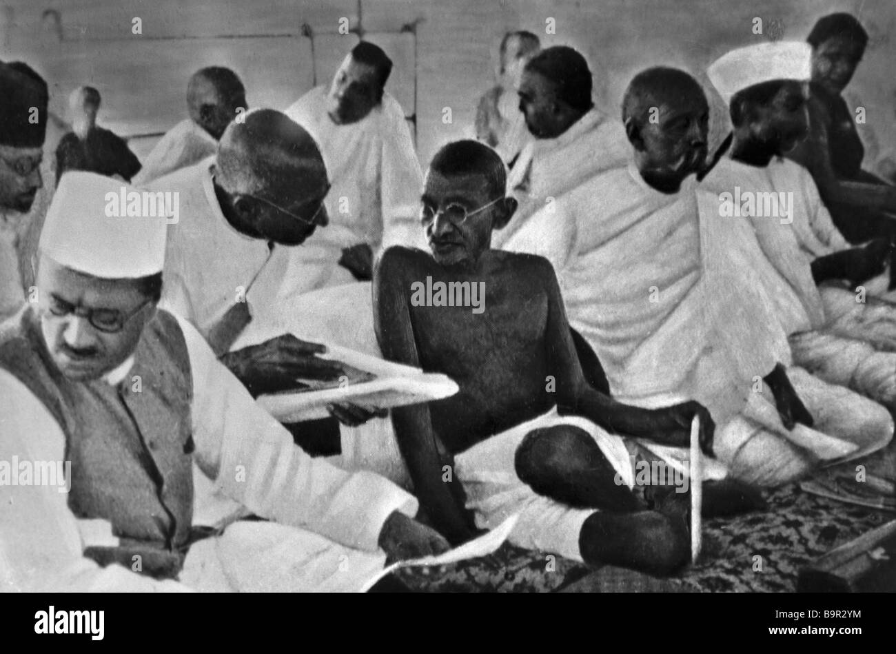 Mahatma Gandhi with members of the National Congress in Bombay 1934 - Stock Image