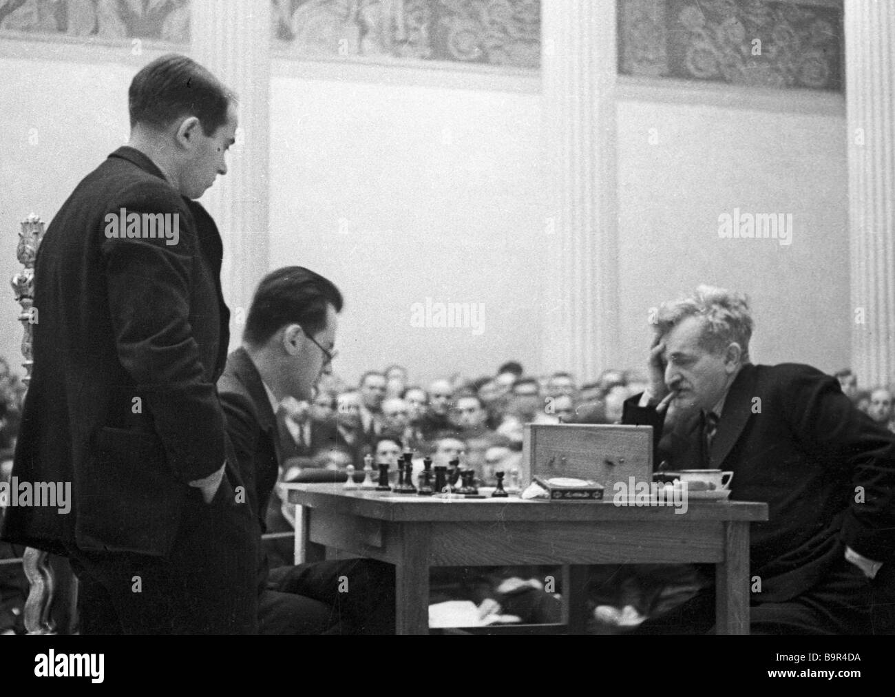 Grand Masters Mikhail Botvinnik left and Emanuel Lasker right facing each other at the Second Moscow International - Stock Image
