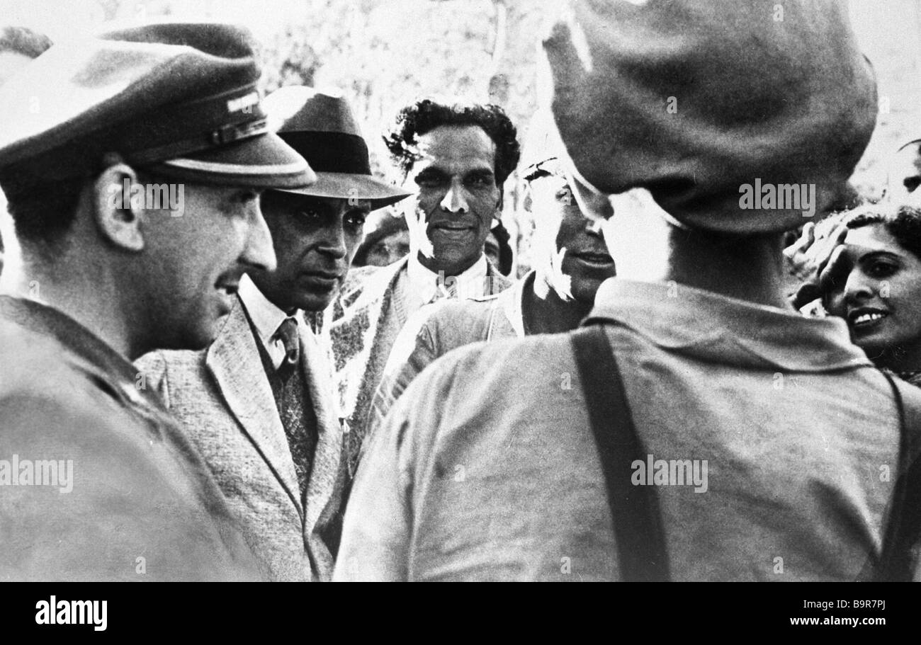 Still from documentary Nehru Jawaharlal Nehru with Spanish republican soldiers - Stock Image