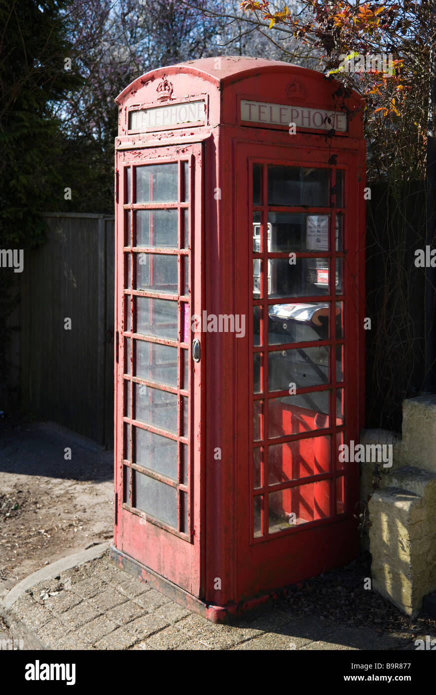 A traditional K6 red telephone box. Borders of Hampshire and Dorset. UK.  Working but in need of refurbishment. - Stock Image
