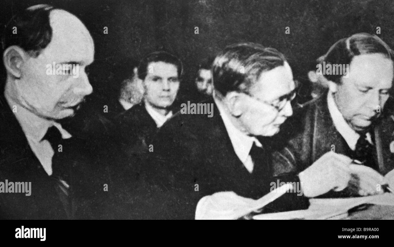 Soviet authors left to right Yakub Kolas Yanka Kupala and Alexei Tolstoy - Stock Image