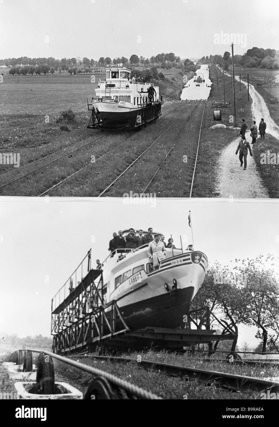 A launch being lifted on rail tracks Tourists traveling along the Warminski Canal cover part of the route overland - Stock Image