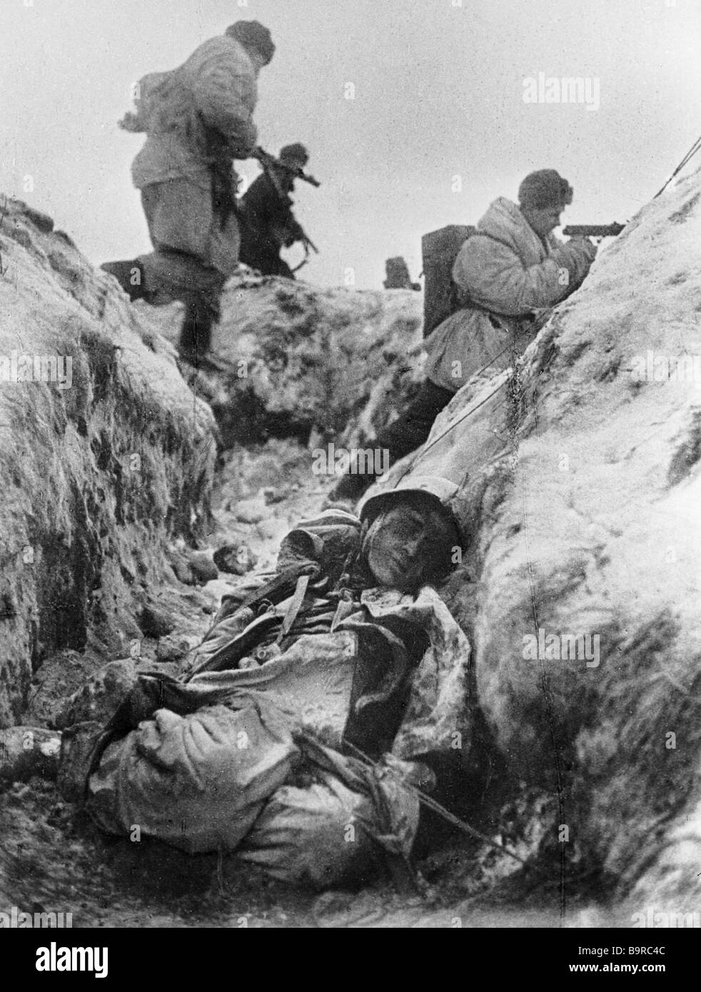 Soviet soldiers fighting for Leningrad A killed soldier in a trench - Stock Image