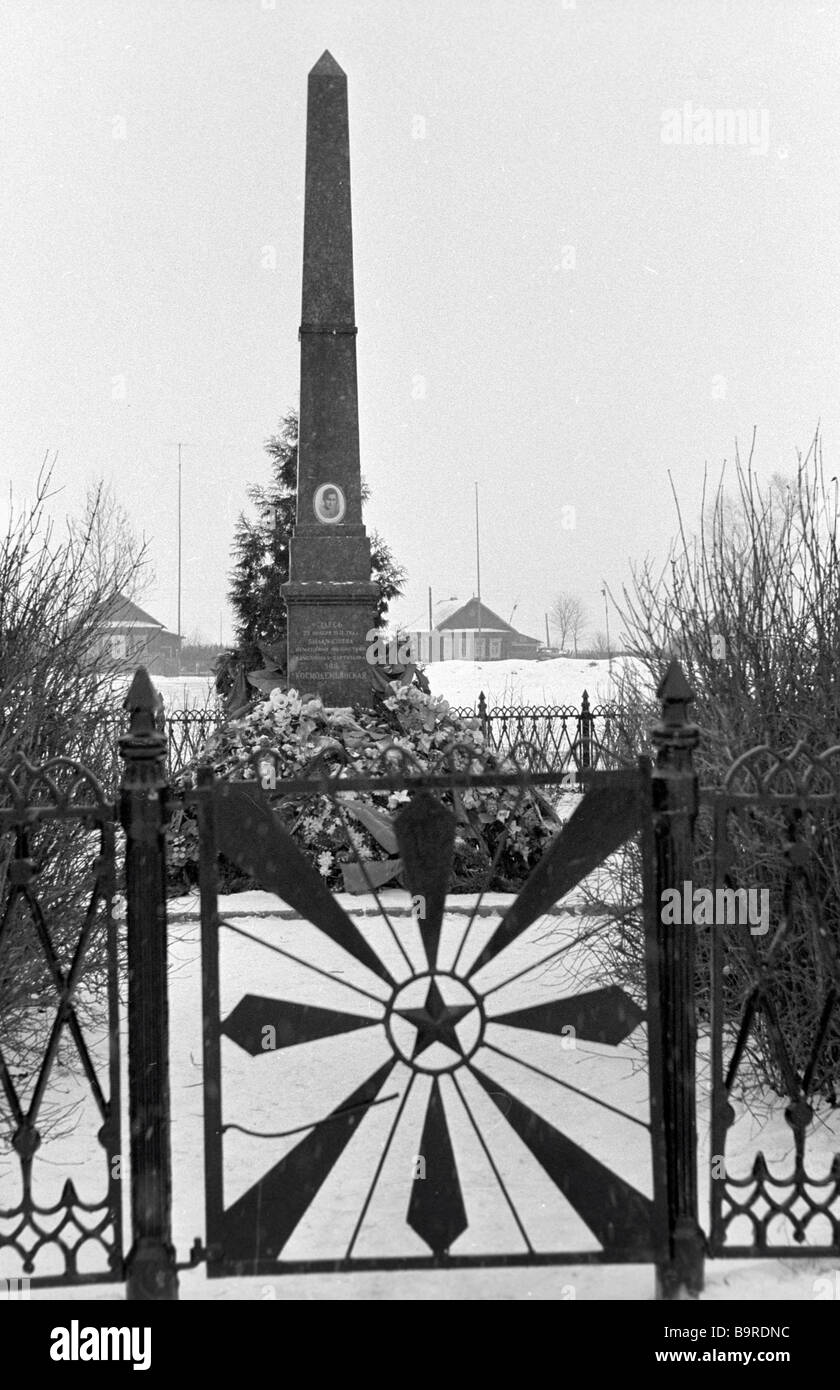 This obelisk stands on the site of the gallows where WWII guerrilla Zoya Kosmodemyanskaya found her death at the - Stock Image