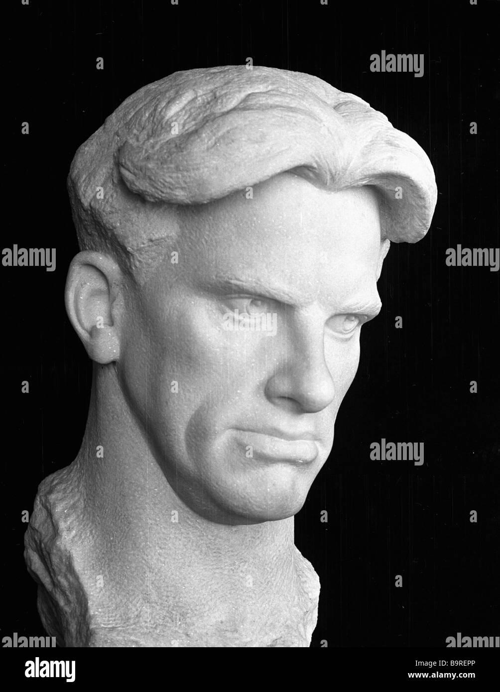 The Vladimir Mayakovski sculptural portrait by Nikolai Tomski - Stock Image