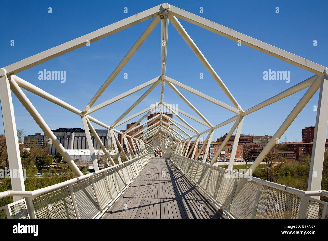 Pasarela del Museo de la Ciencia Valladolid Castilla Leon España Bridge of the Science Museum Valladolid Castilla - Stock Image