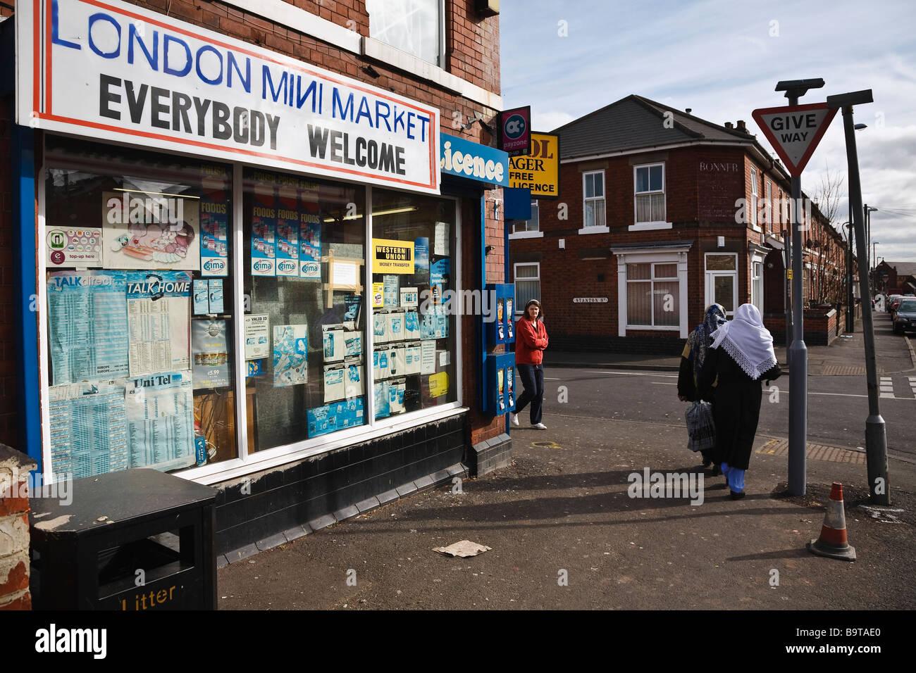 Inner city corner shop in Derby. - Stock Image