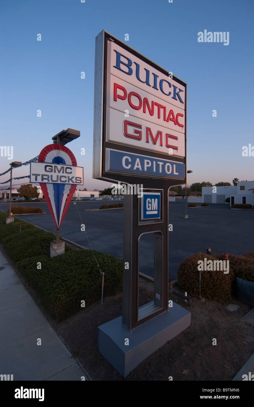 General Motors Dealership Stock Photos & General Motors ...