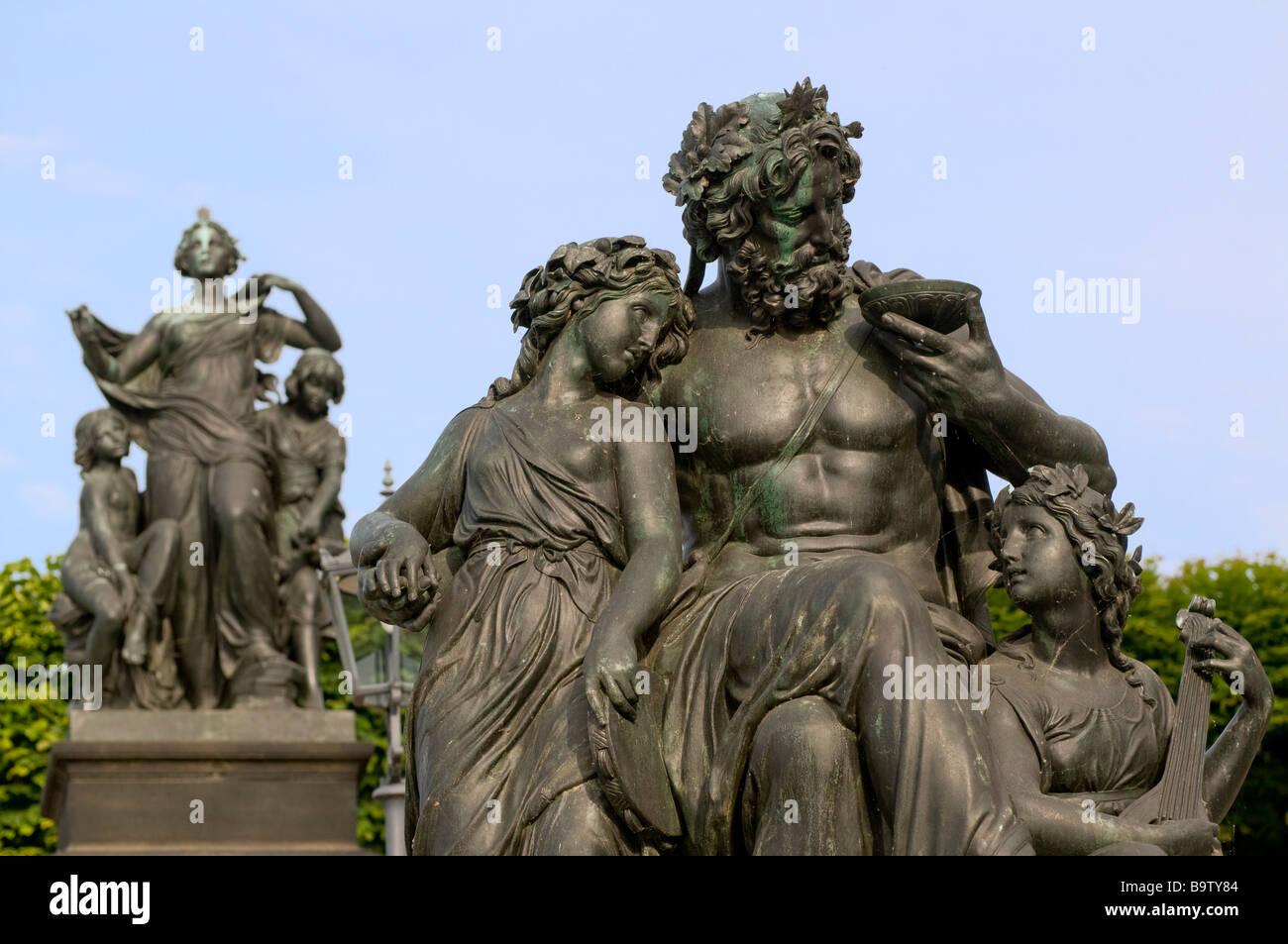 Freitreppe zur Brühlschen Terrasse allegorische Figurengruppe Vier Tageszeiten von Johannes Schilling Dresden - Stock Image